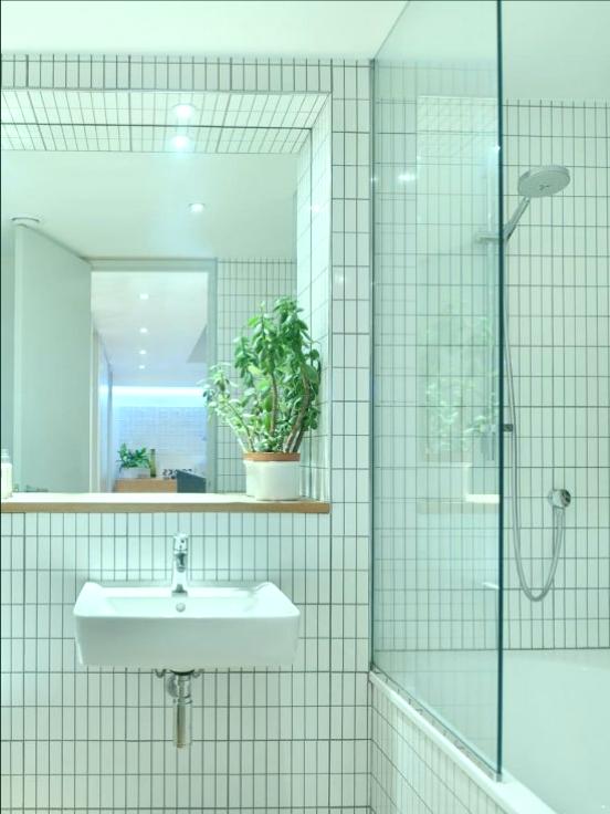 cabina de ducha blanca moderna