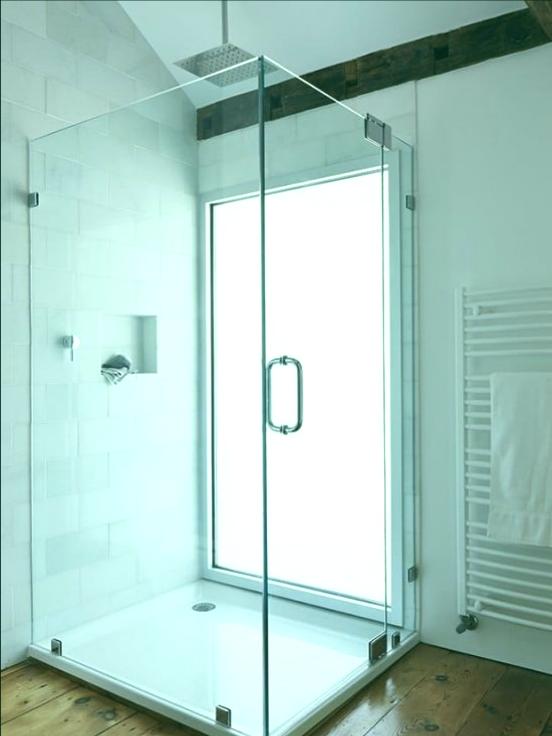 ducha moderna casa de campo